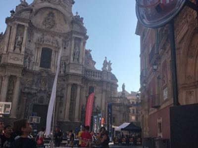 Fiat lleva el baloncesto al centro de Murcia